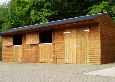 3m x 3m pony boxes and similar sized store with barn doors.