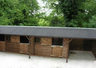 Levade stable block featuring a fully lined open wash bay, and feature posts with gallows brackets.