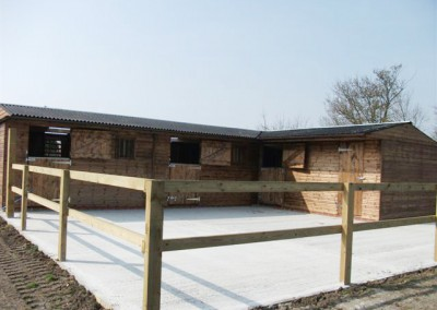 Standard profile Levade Systems stable complex comprising of two 4.2m x 3,6m stables ,a corner stable 4.9m x 3.6m and a tack room.Additions to this complex were roof canopy lining ,rear sliding windows to improve ventilation and translucent roof sheets to make best use of daylight.All erected on a professionally laid concrete base ensuring no rainwater lays in the yard.