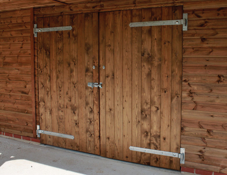Joinery double doors and heavy duty keyed lock on hook and band hinges