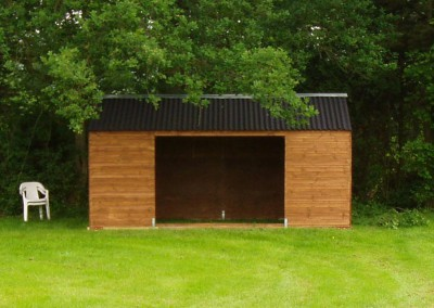 Wooden mobile shelter 4.8m x 3.6m. Note wooden skids instead of galvanised steel.